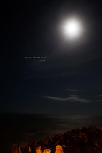 月映幽藍 / Moon night, by the sea
