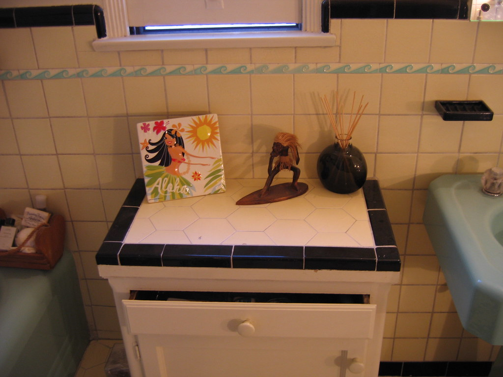 09 28 - Aloha Bathroom (271 365)