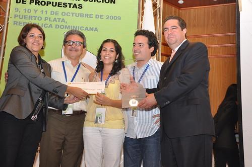 Ganadores reciben su premio