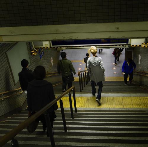 西九条駅 A boy