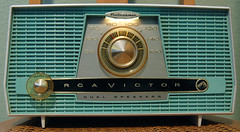 1959 RCA Victor Dual Speaker Filteramic Tube Radio