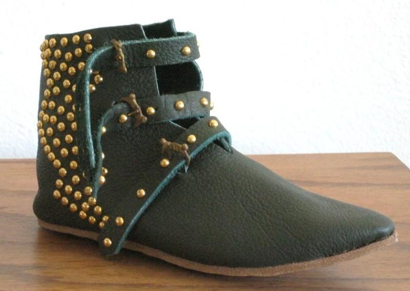 DIY fashion TwoStringJane studded boots