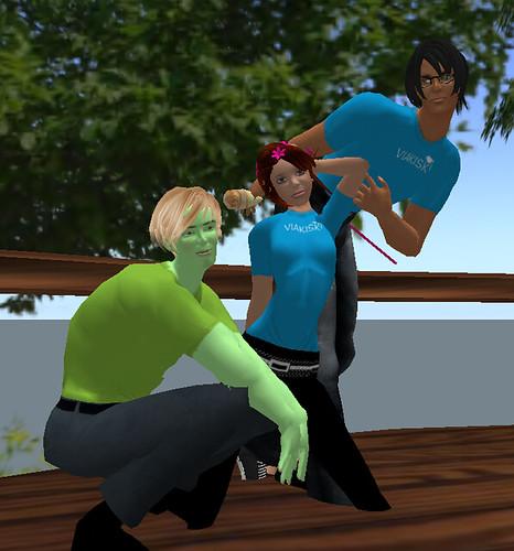 Zdenek Buchsbaum, Veronika Ogleby a Libor Ibor ve společné póze na jedné z akcí v Second Life