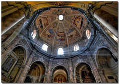 Mystical light in the dome (Nespyxel) Tags: light church architecture pov perspective chiesa cupola dome rays duomo livorno architettura luce raggi prospettiva santacaterina simmetrie rnf symmetries challengeyouwinner nespyxel stefanoscarselli radunonazionaleflickeriani graziepaololivorno pleasedontusethisimageonwebsites blogsorothermediawithoutmyexplicitpermissionallrightsreserved