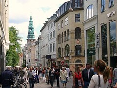 and another view of Copenhagen's Stroget (by: Miguel Bernas, creative commons license)