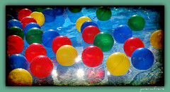 Todo es de color. Everything is color (javierm.freire) Tags: color texture textura water reflections agua nikon balls manuel pelotas javier reflejos freire d60 cajndesastre guirau javiermanuel