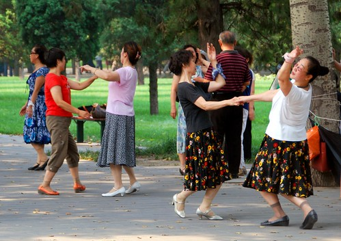 dancers in temple of heaven park (tian tan), beijing