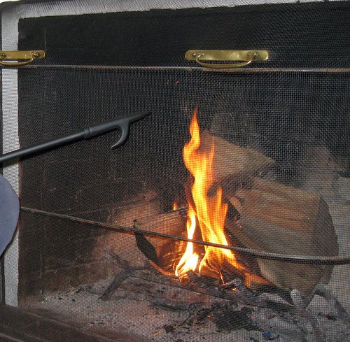 10 Tips on How to Build a Fire in Your Fireplace