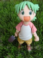 Yotsuba (Ana Elisa Mello) Tags: pink anime verde green girl japan toy actionfigure japanese boneco doll brinquedo rosa sneakers figure boneca tnis mang yotsuba revoltech