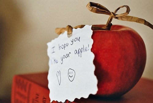 "Red apple accompanied by note ""I hope you like your apple"""