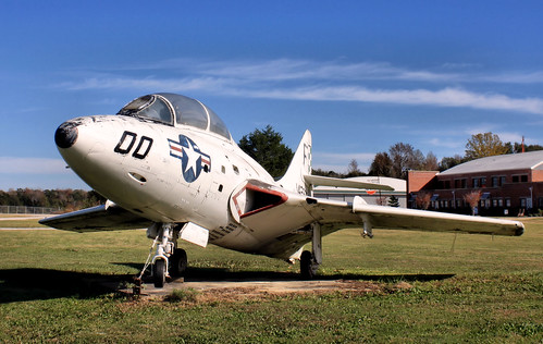 Warbird picture - Grumman F9F-8T (TF-9J) 'Cougar'