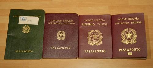 25 anni di passaporti / 25 years of passports