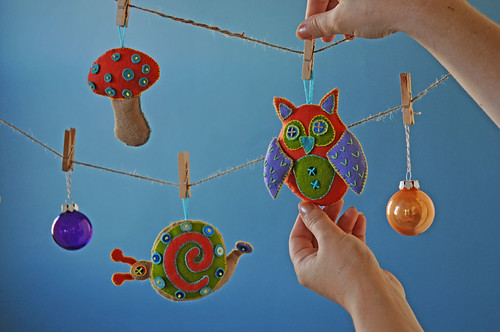 make these ornaments at Powell's!