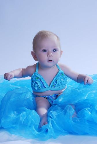 フリー画像| 人物写真| 子供ポートレイト| 外国の子供| 赤ちゃん| 水着| ビキニ|     フリー素材|