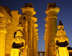 Luxor golden temple by night (Emmanuel Cateau) Tags: night temple egypt column luxor ramses egypte colonne louxor