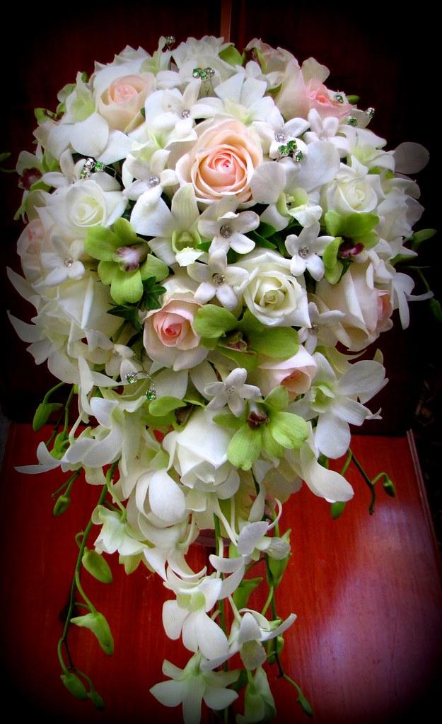 Bride's Teardrop Bouquet
