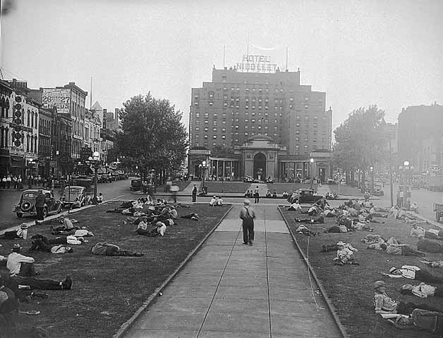 Gateway Park, the heart of skid row; Minneapolis, Minnesota, 6 July 1937. Photographer: Minneapolis Star Journal.