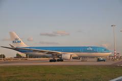 Un Airbus A330-203 (PH-AOI) à Amsterdam (Citizen59) Tags: amsterdam airplane airport aircraft august airbus boeing flughafen klm 2009 aout avion aéroport a330203 phaoi