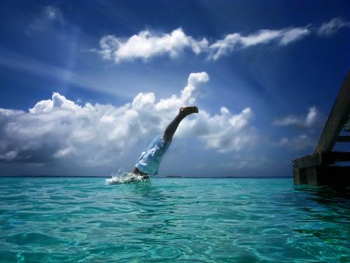 フリー画像| 人物写真| 一般ポートレイト| 海の風景| 飛び込む/ダイブ| 青色/ブルー|      フリー素材|