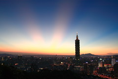 IMG_3325 (sullivan) Tags: city sunset sky sun landscape taiwan taipei taipei101 500views    nightphotos  1000views   20000views blackcard   10000views 100faves 50faves ef1740mmf4lusm 100comments 25faves    canoneos400d 200comments     sullivan kenkopro1digitalprond8w  sullivan suhaocheng