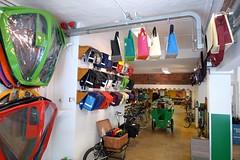workcycles bags and canopies 2 (@WorkCycles) Tags: amsterdam bike bicycle store winkel bags tassen canopies lijnbaansgracht panniers bakfiets tentje longjohn fietstassen tentjes clarijs workcycles huifje