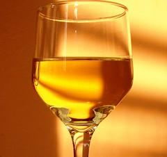 Vinho (Jakza) Tags: taça vidro reflexos vinho bebidas duetos frenteafrente monocromática challenge desafio15 pregamewinner