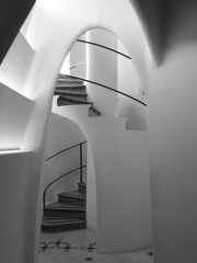 stairs (duqueros) Tags: barcelona city blackandwhite bw espaa art museum architecture stairs grey spain europa europe artist kunst stairwell treppe stadt gaud architektur sw catalunya museo schwarzweiss catalua spanien attraction casabatll knstler treppenhaus batll antonigaud katalonien roundarch rundbogen iberischehalbinsel duqueiros
