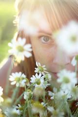 IMG_2249 (pixhuntercom) Tags: winter portrait closeup person jung sommer tag herbst natur wiese blumen porträt meditation frau tageslicht blume lachen blüte auge kamille sonnenstrahlen nahaufnahme frühling gegenlicht lächeln vital freude blüten sonnenschein entspannen entspannung liegen spas blumenwiese sommersprossen rothaarig unschärfe herbstlich flirten margarethen lebensfreude süs meditieren au§enaufnahme blickindiekamera sympathisch 2030jahre s§ vitalität europäisch spa§ blte frhling blten portrt unschrfe lcheln ausenaufnahme zustimmung europisch vitalitt
