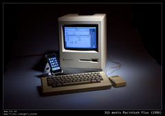 Macintosh Plus meets 3GS (gert_stone) Tags: apple museum macintosh hardware krnten carinthia 3gs iphone klagenfurt applemacintosh classiccomputer macintoshplus classiccomputers celovec applemacintoshplus iphone3gs traditionalcomputing