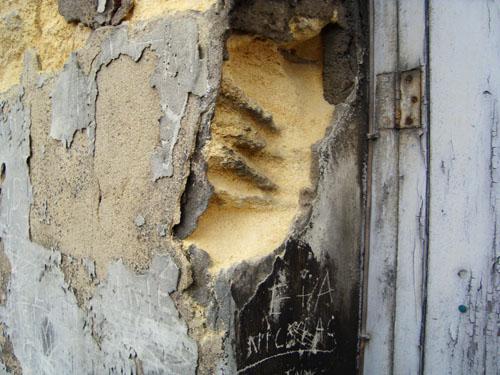 La façade nest plus fatiguée ; elle est charcutée. Photo B. M.