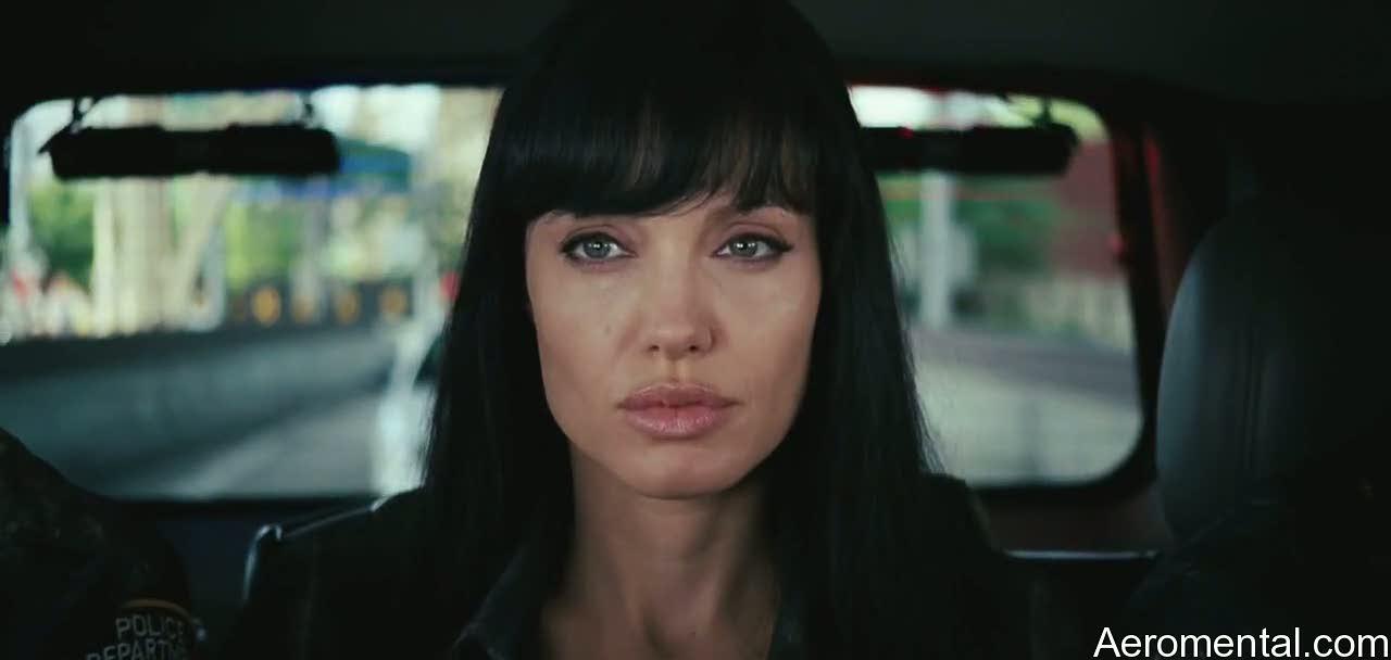 Angelina Jolie Salt carnosos labios