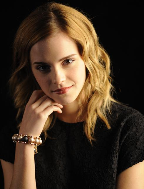 Emma Watson modela pulsera