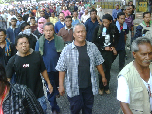 The crowd marches on to Istana Negara by The Edge Malaysia.