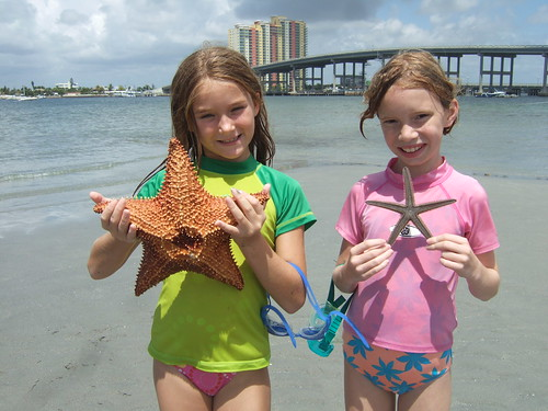 Rylee and Sydney with a Big Starfish!!!