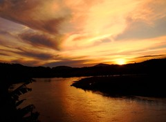 CORPO DOURADO ( BODY GOLDEN) (jonycunha) Tags: sunset brazil reflection rio brasil river gold golden eldorado prdosol reflexo valedoribeira rioribeiradeiguape artofimages bestcapturesaoi itapena jonycunha