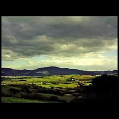 Luces (m@tr) Tags: barcelona espaa canon luces kodak natura cielo tormenta catalunya canoneos500n elvallsoccidental canon2880mmf3556 mtr marcovianna fotografiaangalogica peliculaparanegativo