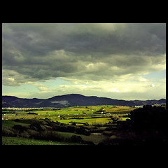 Luces (m@®©ãǿ►ðȅtǭǹȁðǿr◄©) Tags: barcelona españa canon luces kodak natura cielo tormenta catalunya canoneos500n elvallèsoccidental canon28÷80mmf3556 m®©ãǿ►ðȅtǭǹȁðǿr◄© marcovianna fotografiaangalogica peliculaparanegativo