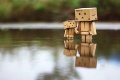 游泳可以嗎?! (sⓘndy°) Tags: sanfrancisco toy toys box figure figurine sindy kaiyodo yotsuba danbo revoltech danboard 紙箱人 阿楞 amazoncomjp
