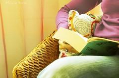 Reading * Leyendo (Maricruz Suarez - Photography ) Tags: mimbre reading book creative relaxing libro jeans jersey lectura leyendo mariacruz homersiliad maricruzsurez