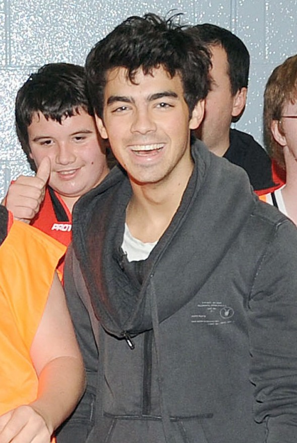 joe-jonas-special-olympics-basketball%20(44)