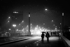 Snow (96dpi) Tags: bridge schnee winter woman snow man night 35mm hotel nacht snapshot pedestrians mann frau brücke potsdam mercure passanten langebrücke