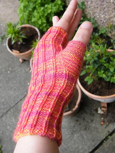 Reverse Rib Fingerless Gloves