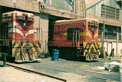 DA's 408 and 63, Wellington Dec 1987 (AA654) Tags: newzealand rail 63 da railways g12 408 emd nzr