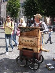 Magical, musical melodies. (davidezartz) Tags: street travel pink blue trees friends lig
