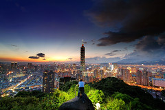 ( ) Tags: park camera city sunset cloud mountain building tower beautiful architecture skyscraper nikon scenery view d70s taiwan tokina 101 nd taipei taipei101 dslr     2009    tpe   slik  101         taipei101skyscraper 1116mm bigstonepark mtelephantpeak  platinumpeaceaward
