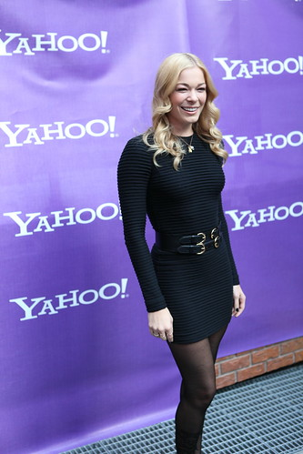 LeAnn Rimes vogues for the cameras
