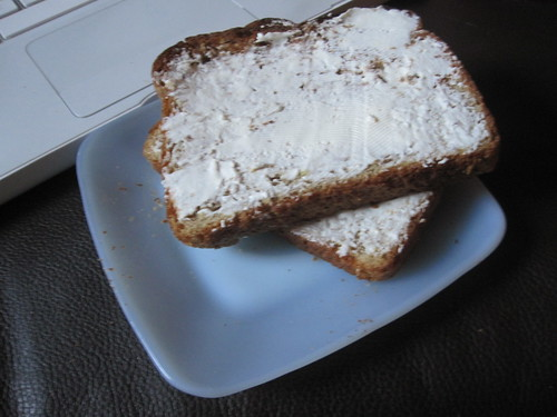 Toast with cream cheese at home
