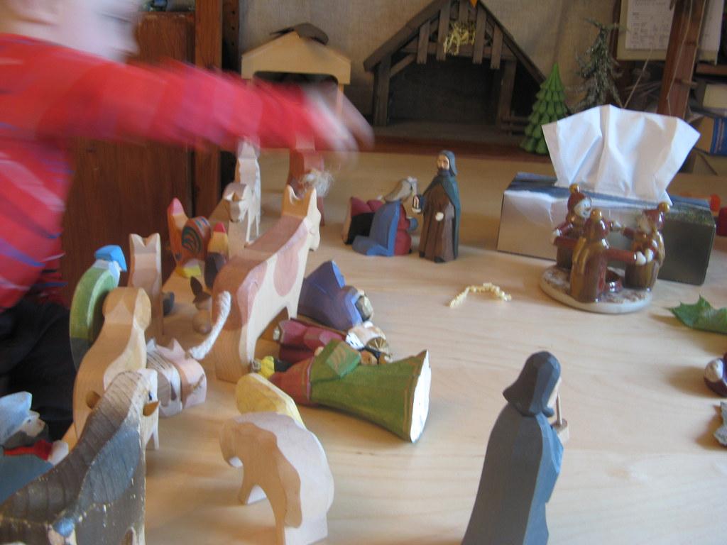 Moritz verwächselt die Krippe irgendwie mit der Arche Noah ...