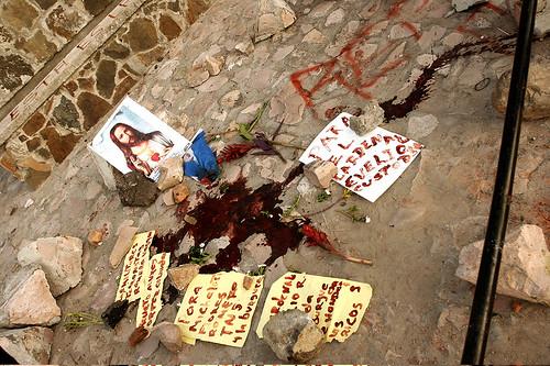 Rotulos alrededor de la sangre de la victima