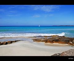 Formentera - Es Arenal (alfvet) Tags: sea seascape colors beautiful nikon mediterraneo mare 1001nights formentera d60 blueribbonwinner baleari platinumphoto platinumheartaward veterinarifotografi nikonflickraward sailsevenseas artistoftheyearlevel3 artistoftheyearlevel4